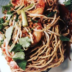 Crispy egg noodle Padthai