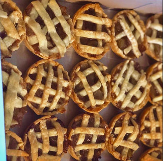 Homemade-mini-apple-pies.jpg