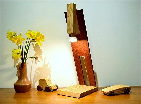 Amaro: lampe à poser en Mélèze et Sipo