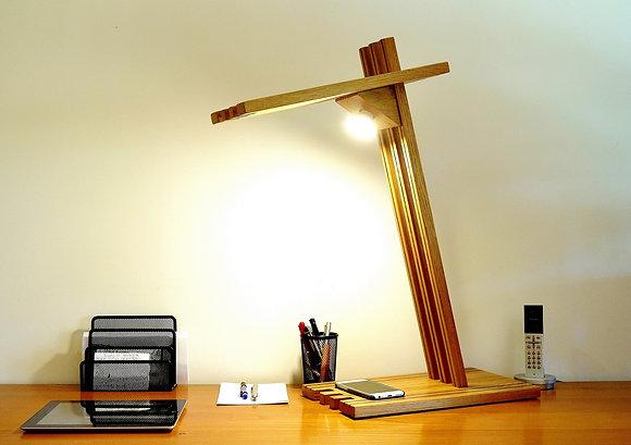 Bironi: lampe de bureau en Chêne massif