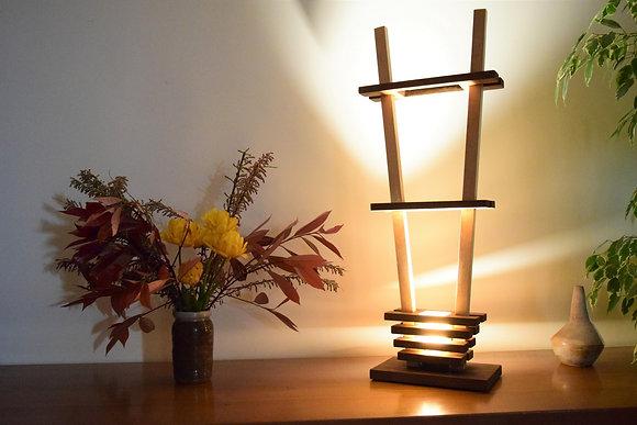 Larixa: lampe en Chêne teinté et Hêtre rosé