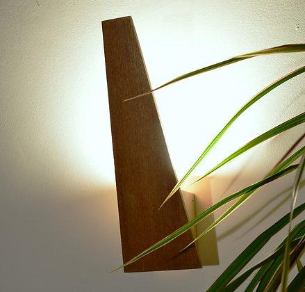 Horu: applique design en bois.