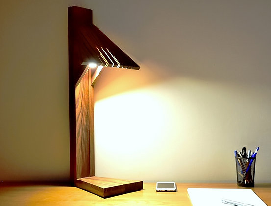 Abani: lampe de bureau en Teck massif