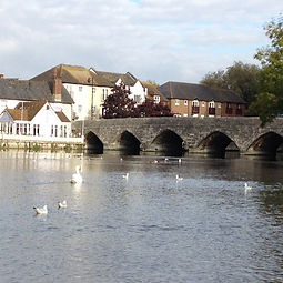 9 members came to Riverside Park, Fordingbridge on Octover 18th to sketch the bridge and surrounding area.  It was great fun and the weather was dry and mild. A lot was achieved in 2 hours.