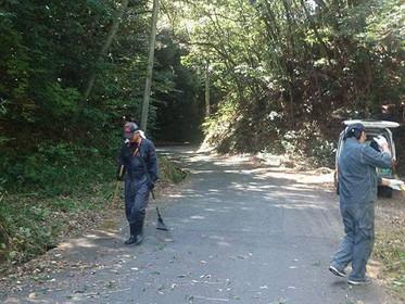 ジコサポ山口にて 地域の高齢者ばかりの集落への生活道路清掃を行いました。