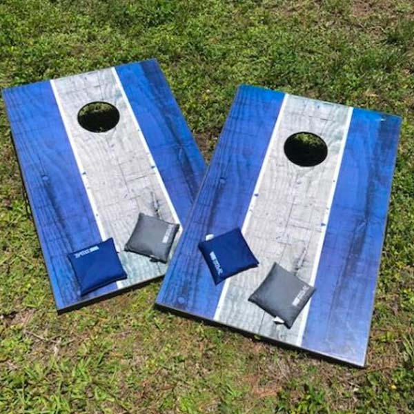 Corn-Hole-Toss