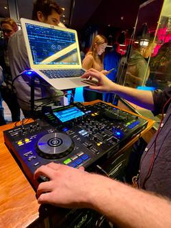 DJ, Event im Kater