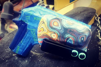 Minimalist Oil Slick holster fits the Si