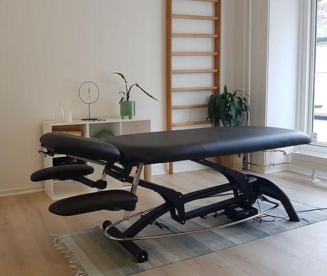 Klinik ANSAs behandlingslokale. Smerter og spændinger afhjælpes her.