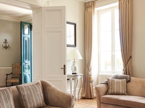 Immaculate Chateau Lounge