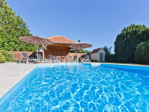 Immaculate Chateau Pool