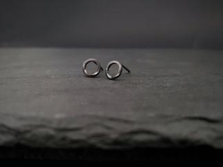 Oxidised Small Möbius Studs