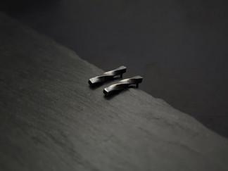 Oxidised Möbius Bar Studs