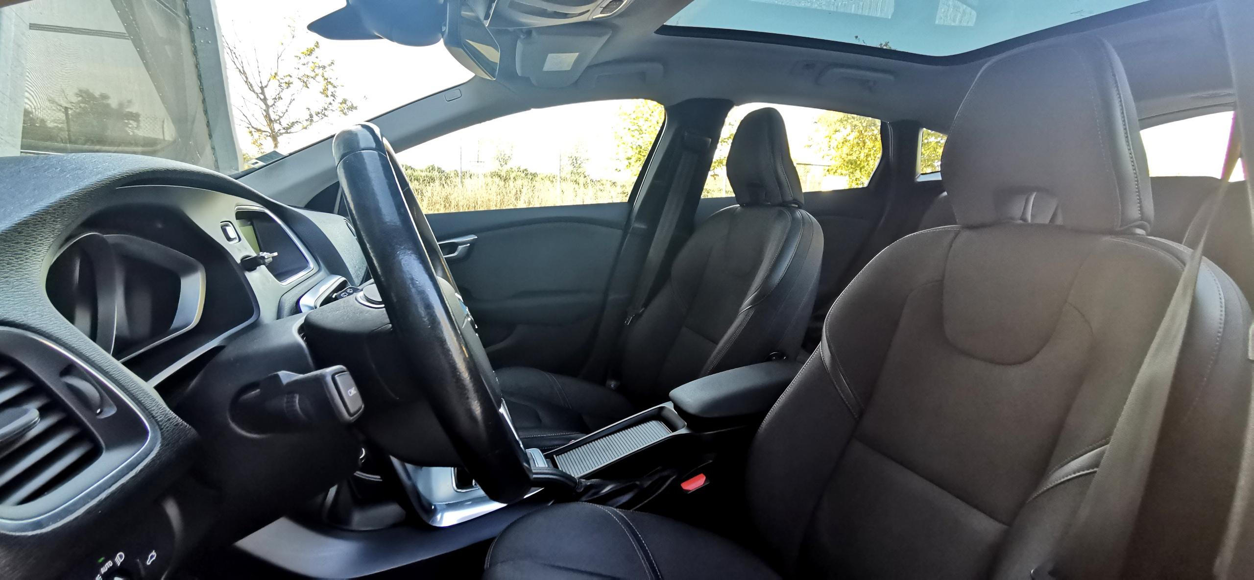 Ellak Auto Sud - Volvo V40