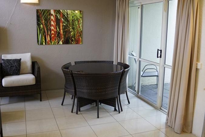 Coral villa dining