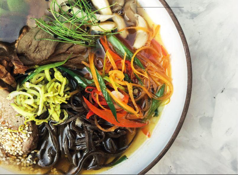 2. Острый нудл-суп с утиной грудкой, овощами и гречневой лапшой