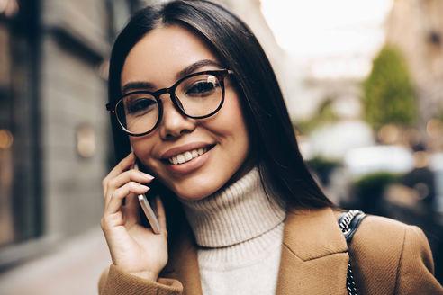 lifestyle-woman-calling-glasses.jpg