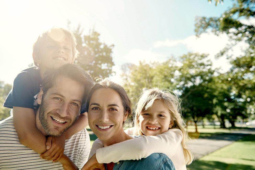 Família feliz no parque