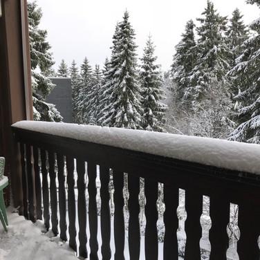 Een van de 2 ruime terrassen van Kappeberg Lodge