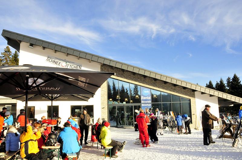Skihut Schneewittchenhaus aan de piste in Winterberg