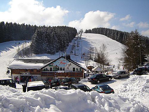 Moppi's skihut onderaan verschillende pistes bij de Poppenberg