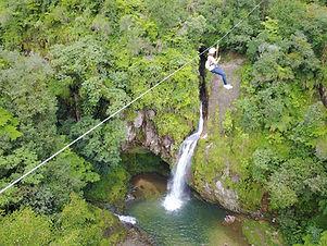 Tirolesa sobre cascadas.jpg