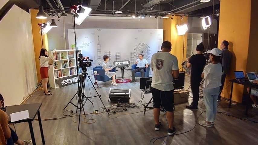 直播攝影棚出租方案C:由我方專業團隊代為製作現場直播節目