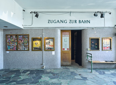 Zeynep Cinar, Separated at Birth &  Nicole Lilly Nikonenko, Long live Socialism - Buy your ZAZ now!, Foto: West.Fotostudio