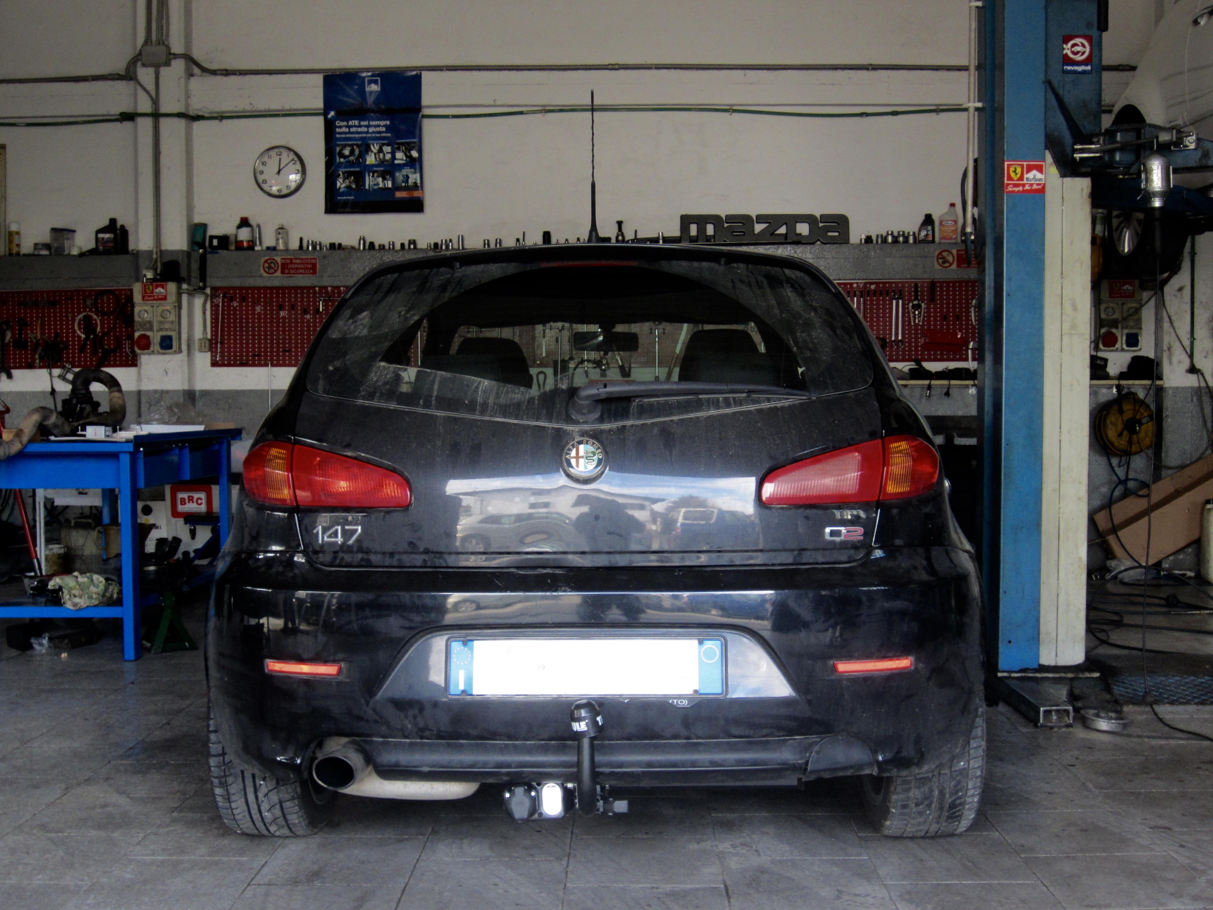 Installazione gancio traino estraibile su Alfa Romeo 147