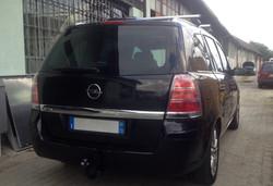 Installazione gancio traino estraibile su Opel Zafira