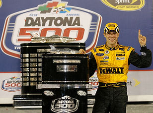 2009_Daytona_500_Matt_Kenseth_poses_with
