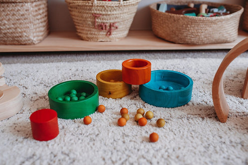 QToys Australia (USA) NATURAL COLOURED NESTING AND STACKING BOWLS