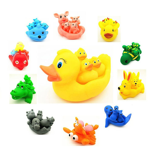 2019 Cute Lovely Mummy and Baby Rubber Race Squeaky Ducks Family Bath Toy Kid