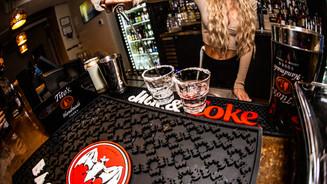 90 - Bar & Bartender.jpg