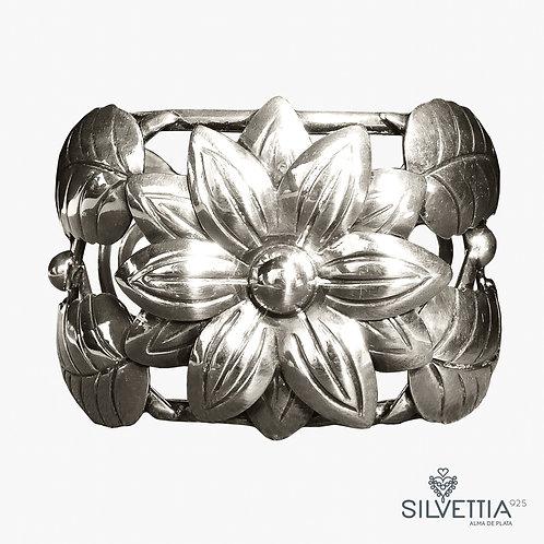 Royal flower silver cuff