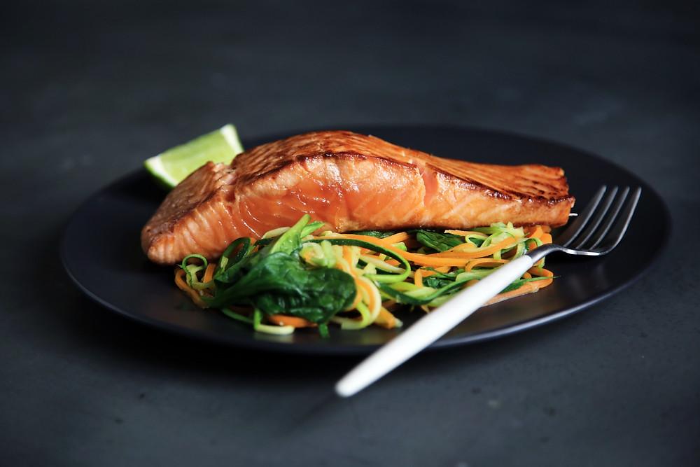 saumon avec des légumes