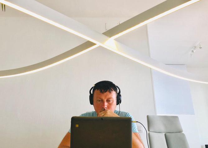 Working at the infility light - Flex Desks - TropiCoworking