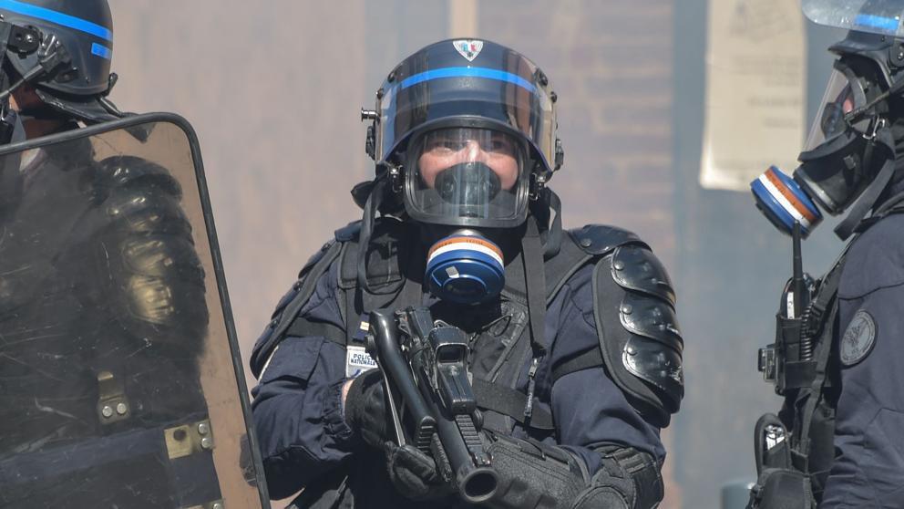 Las autoridades francesas niegan que haya una relación directa entre los suicidios y las manifestaciones