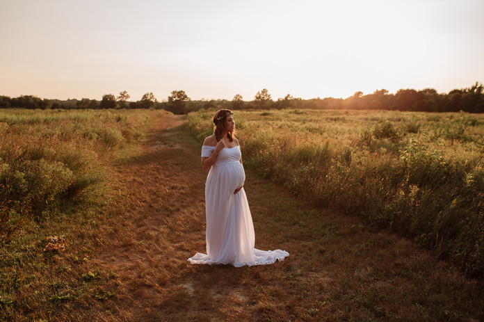 Stunning maternity photo at sunset