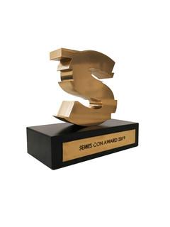 dollaro-divano-oro-trofeo-stampato-in-3d