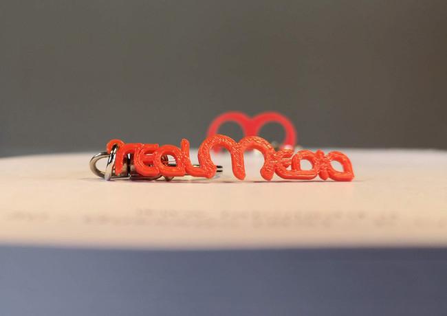 portachiavi stampa 3d scritta rossa.jpg