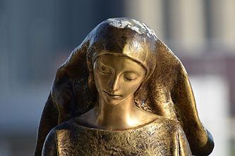 golden-statue-4566700_1920.jpg