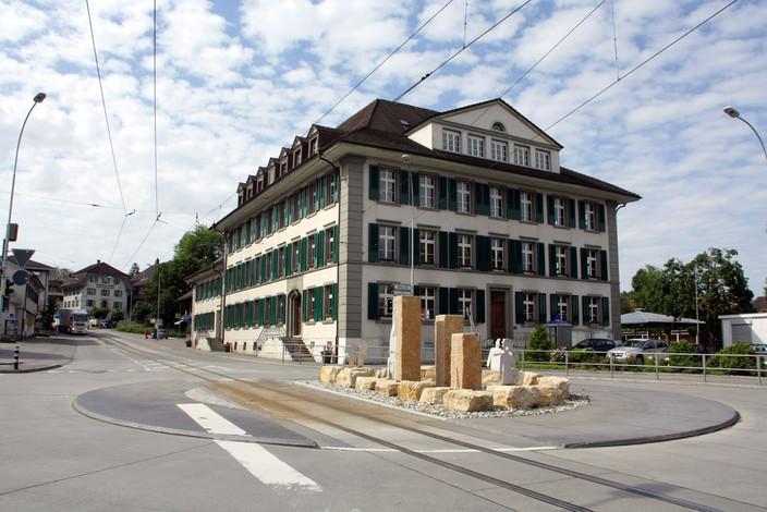 Neue Schule und Verwaltung in Aarwangen.