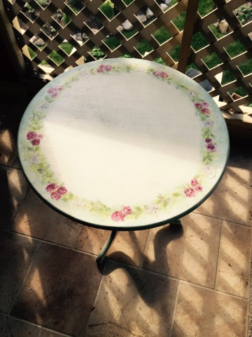 Folding floral print side table
