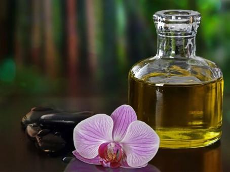 Un massage aux huiles essentielles est-il utile après un accouchement?