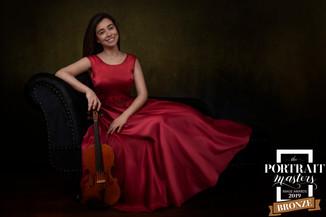 portrait-masters-silver-award-2019-violinista-vestido-vermelho-sonia-godinho-fotografia