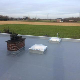Rhepanol Grijs met PIR-isolatie en nieuwe polycarbonaat koepels