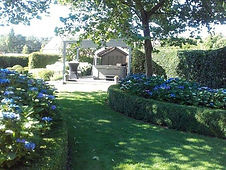 de groene tuin van Guesthouse de Steenberg