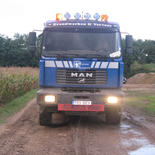 camion met 4 as dieplader