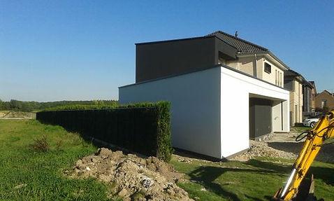 buitenpleisteringswerken huis met witte muur